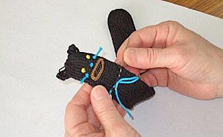 ニット工房ライクさんでの、かぎ針編みの様子